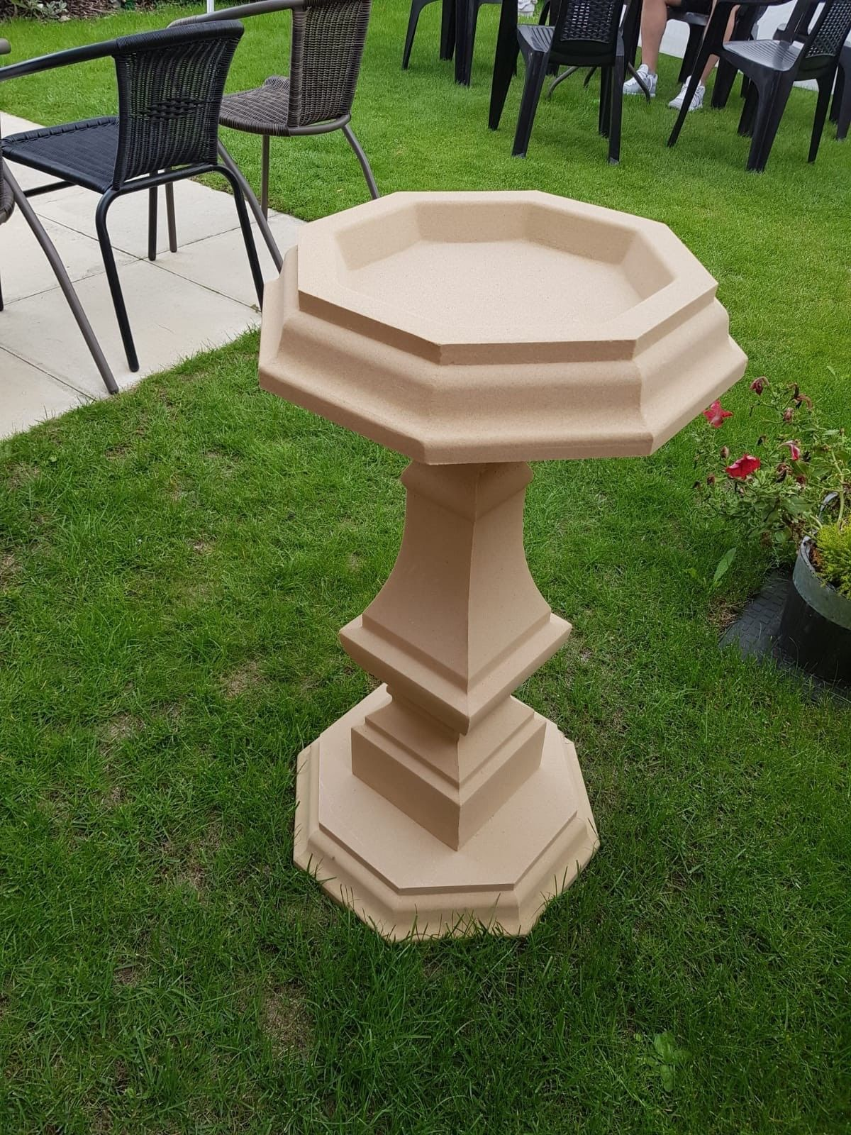 Polygon Spindle Bird Bath